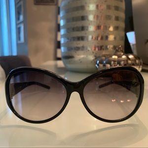 GUESS Black Sunglasses 🕶